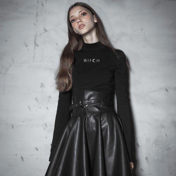 Black Witch Shirt mit Trompetenärmeln und Herz Patch