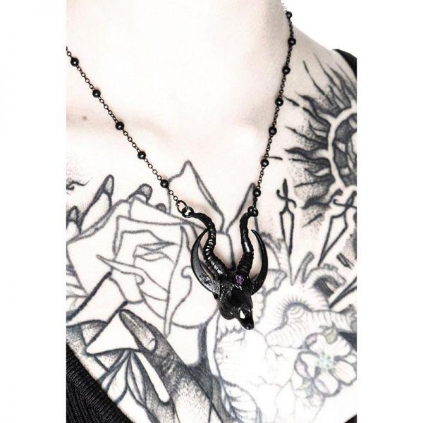 Mystische Halskette mit schwarzem Ziegenschädel