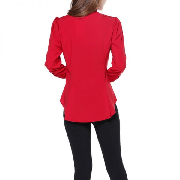 Rote Bluse mit Stehkragen, Schößchen und Puffärmeln