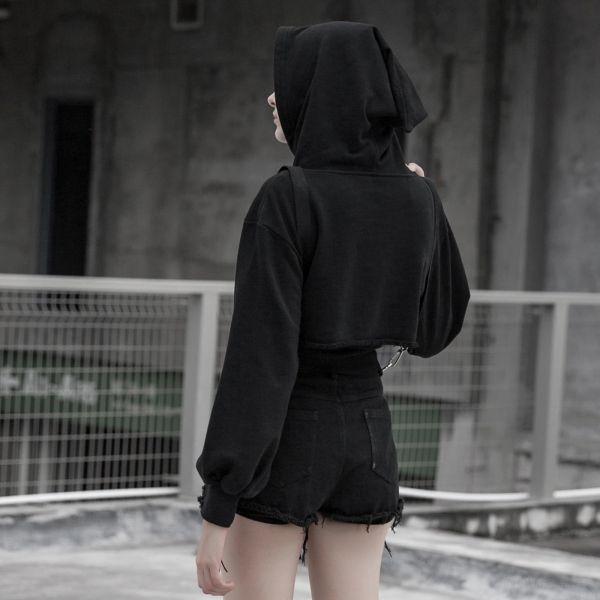 Sexy Hotpants in zerrissener Optik mit Hosenträgern