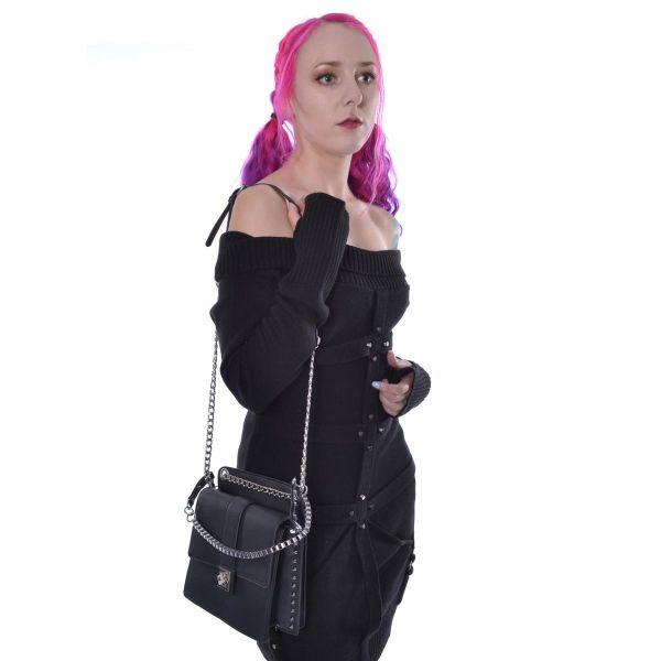 Handtasche im Leder-Look mit Nieten und Ketten